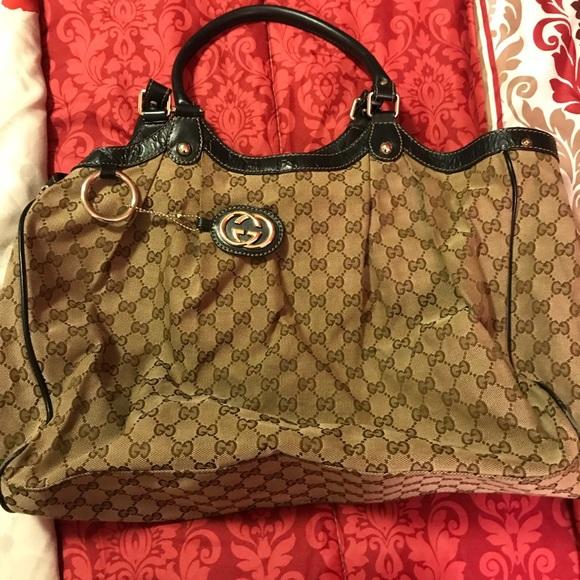 93028c6830c Gucci Handbags - Pre owned Nylon Beige Gucci medium tote